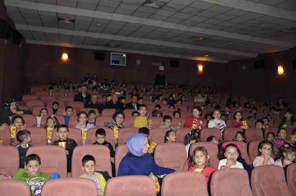 Çocuklar sinemayla buluştu