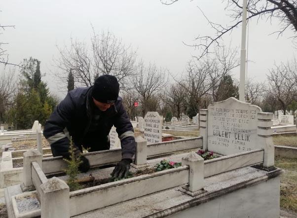 Belediyeden Şehit Mezarlarına Çiçek