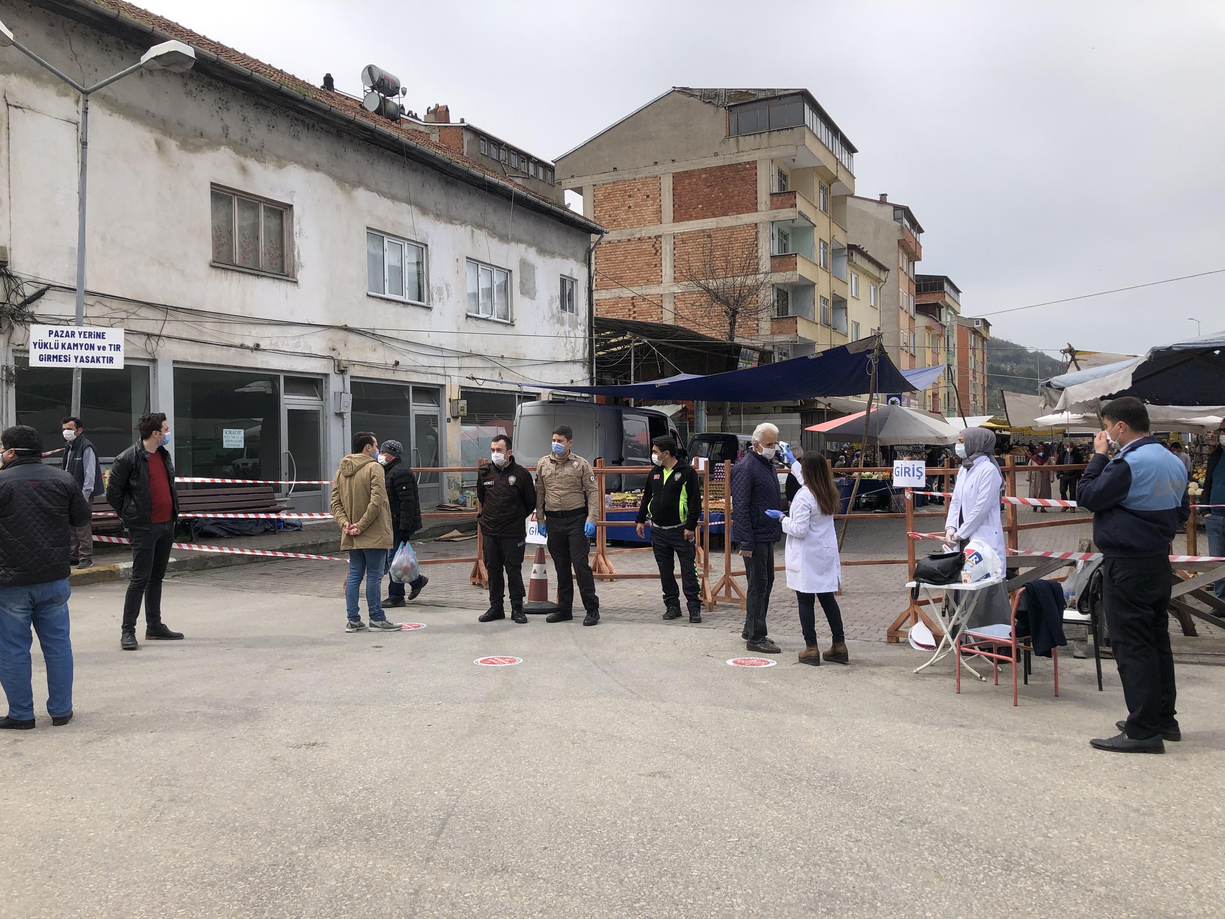 Halk pazarında korona virüs önlemi