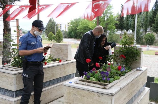 Polis memuru şehit polis için Kur'an-ı Kerim okudu