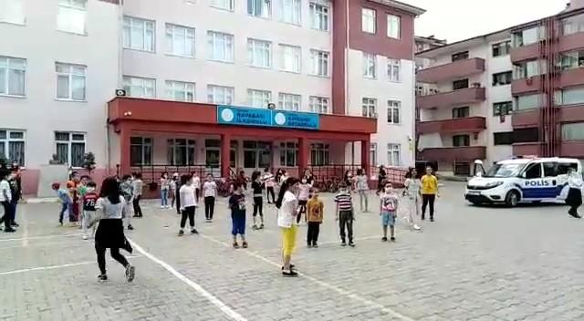Polisler çaldı çocuklar oynadı
