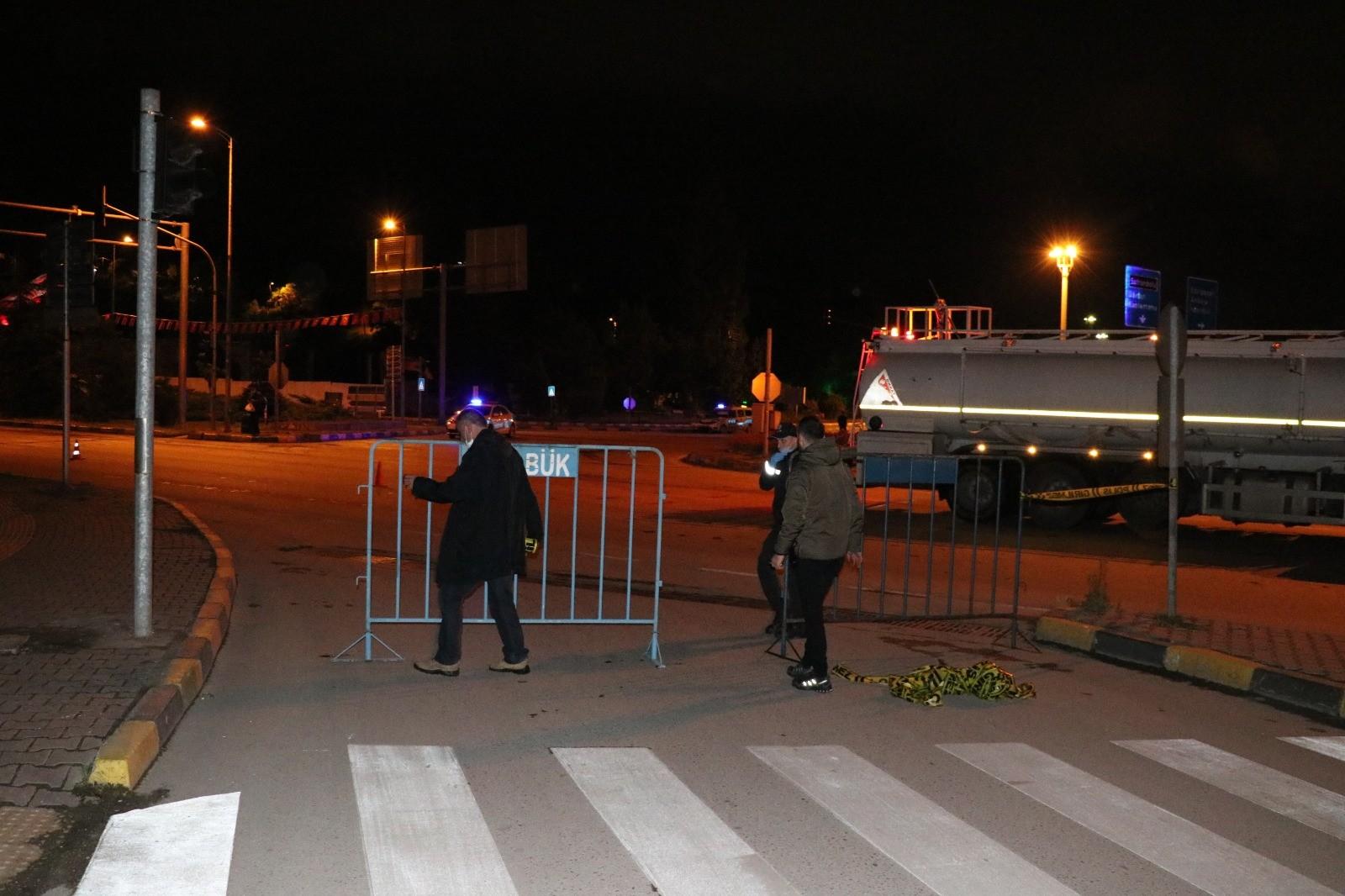 Yasak başladı yollar bariyerlere kapatıldı