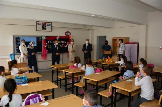 İl Milli Eğitim Müdürü Akbaş öğrencilerle bir araya geldi