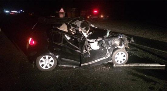Tır'a çarpan otomobil sürücüsü ağır yaralandı
