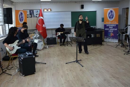 Öğretmenler ve öğrencilerden 24 Kasım Konseri