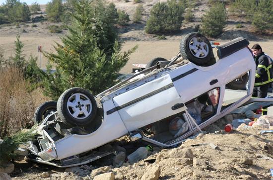 Karabük'te yoldan çıkan otomobil takla attı: 1 ağır 2 yaralı