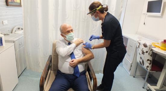 Safranbolu'da ilk aşıyı Başhekim Andaç oldu