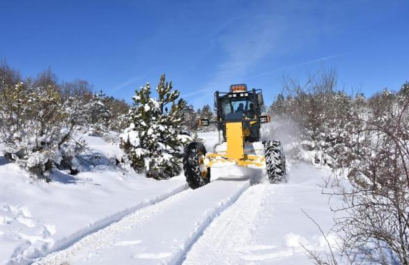 Karabük'te 3 bin 810 km'lik köy yolu ulaşıma açıldı
