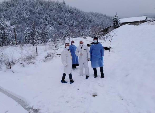 Aşılama çalışmaları kar kış demeden devam ediyor