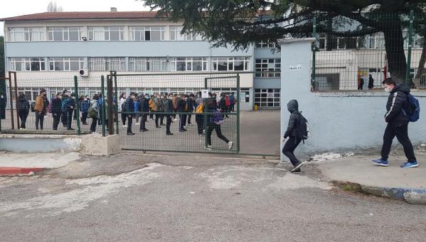 Karabük'te öğrenciler uzun zaman sonra okulla buluştu