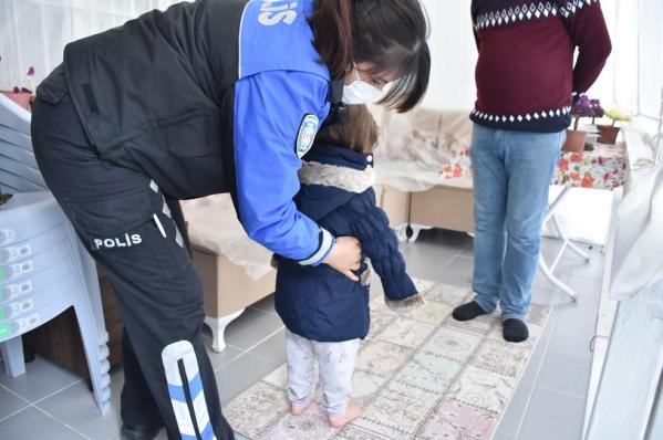 İl Emniyet Müdürlüğü ekipleri çocukları sevindirdi