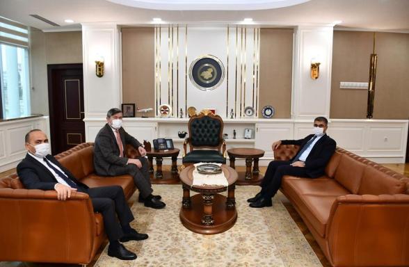Kazakistan Büyükelçisi Saparbekuly, Vali Gürel'e ziyaret